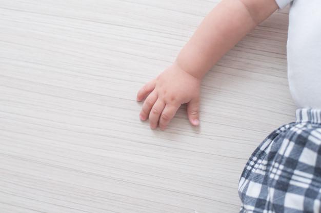 Mulher mata filha bebé ao esfregar-lhe heroína nas gengivas para a ajudar a adormecer