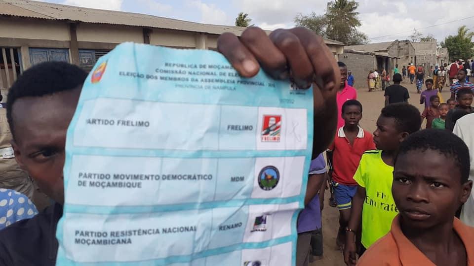 Mulher é encontrada com Bolentins de votos já preenchidos a Favor da FRELIMO em Nampula