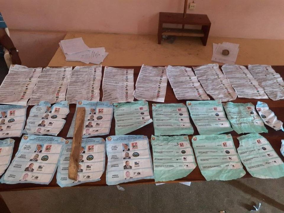 Vários Bolentis Preenchidos a Favor do partido FRELIMO encontrados em Angoche