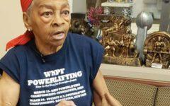 Idosa de 82 anos Espanca Ladrão de 28 que invadiu sua casa