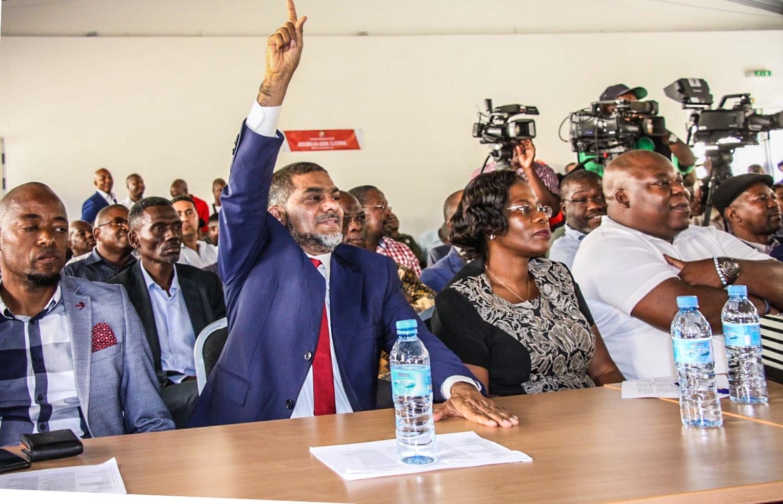Filipe Nyusi Felicita Faizal Sidat pela Eleição