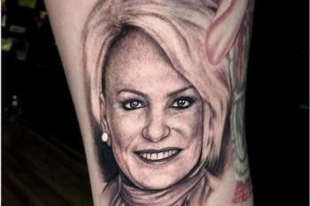 Fã tatua o rosto de Ana Maria Braga na Perna