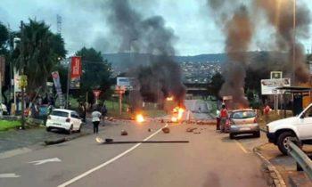 Xenofobia: Sul Africano Incendeiam lojas e veículos de Estrangeiros